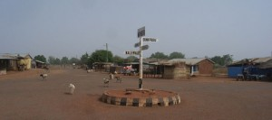 Foto van wegwijzer in Nakpanduri (Ghana)